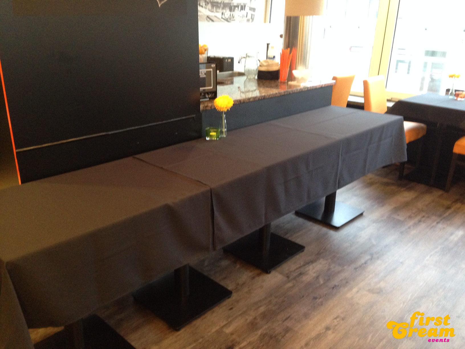 Schwarze Tischdecken
